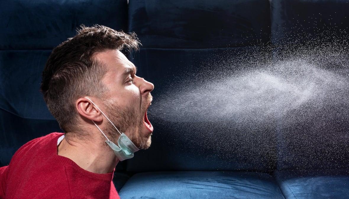 человек кашляет частицы