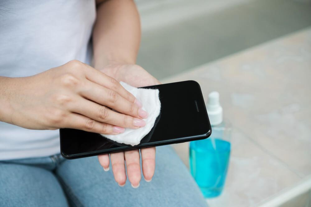 как почистить телефон